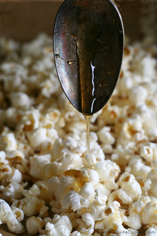 Honey Butter Popcorn from MyCookingSpot.com and JensFavoriteCookies.com - an easy after school snack!