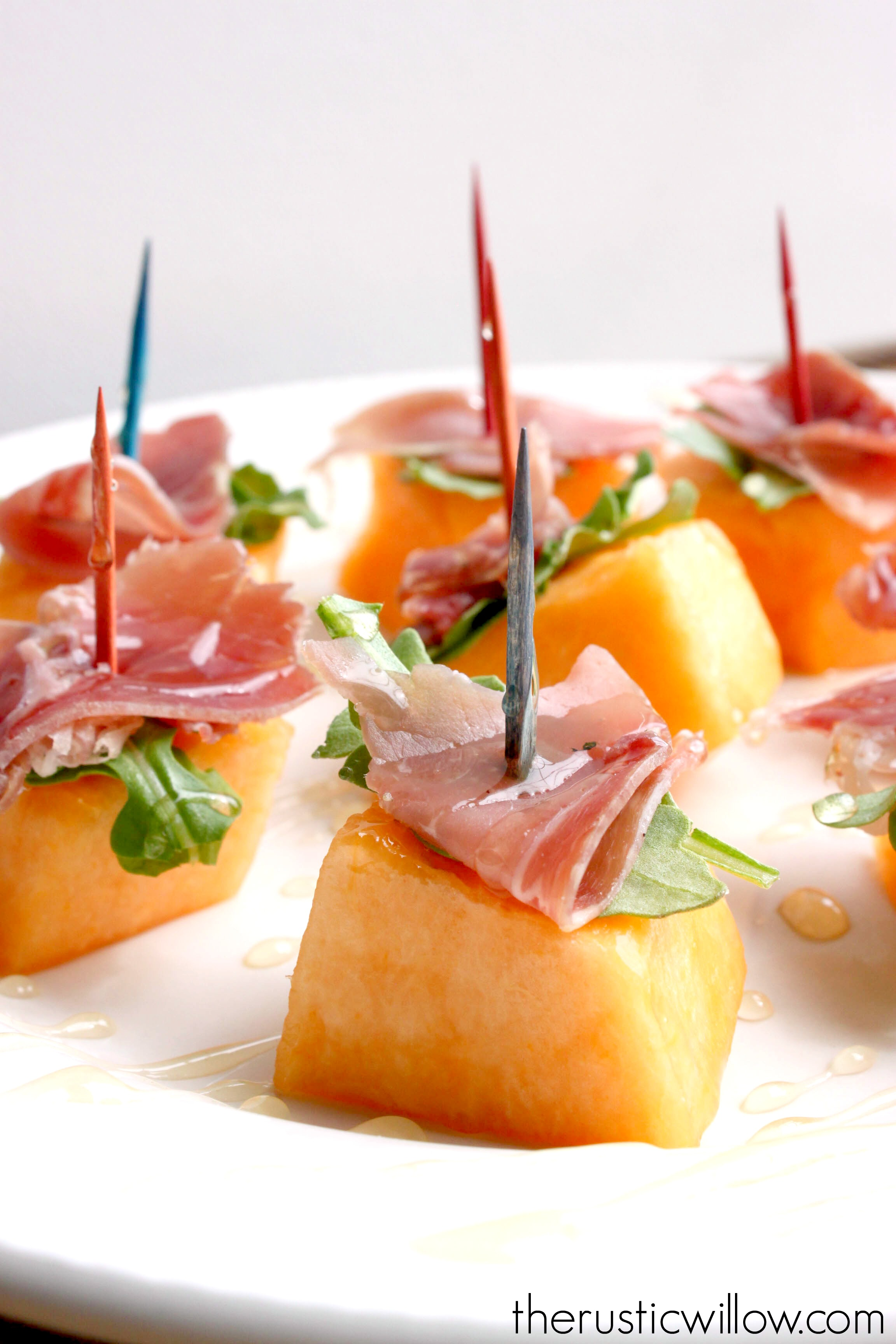 Melon prosciutto arugula honey bites for Prosciutto and melon canape