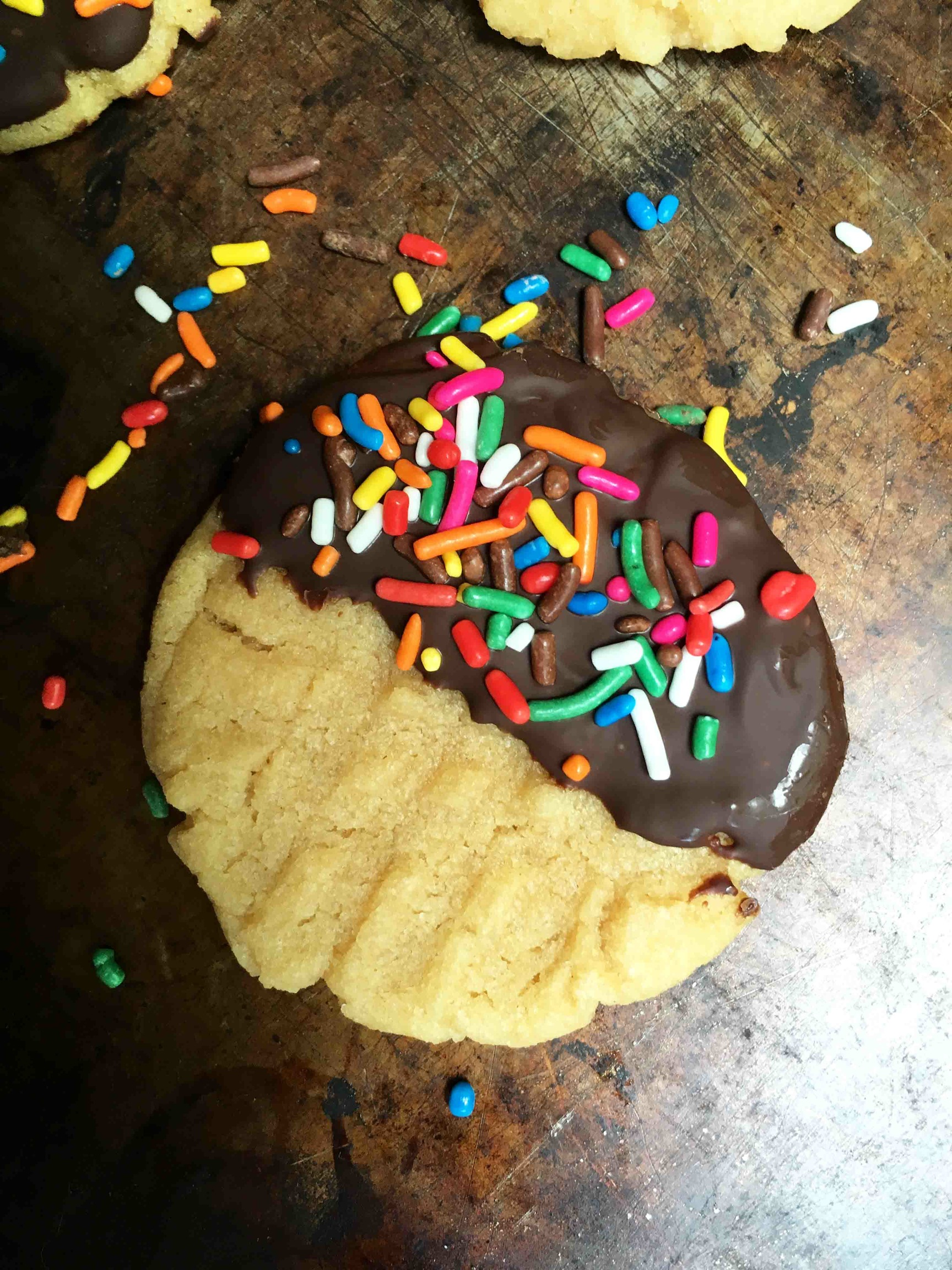 The classic criss-cross cookie gets an update with cashew butter, chocolate and sprinkles!